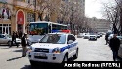 Bakıda aksiya öncəsi polis maşınları