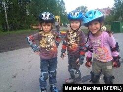 Артем и Алина с младшим братом Ромой