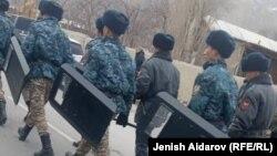 Военнослужащие на границе в Баткенской области, 18 декабря 2019 г.