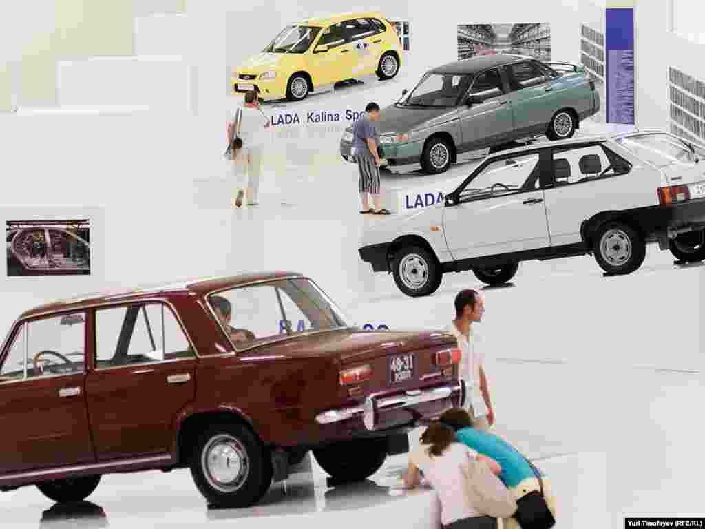 На выставке, посвященной 45-летию АвтоВАЗ в Манеже