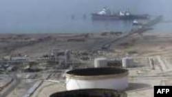 شرکت اتريشی « او ام وی» و شرکت فرانسوی « توتال»، از کنفرانس صادرات گاز در تهران که در روزهای ۱۳ و ۱۴ مهرماه برگزار می شود، پشتيبانی مالی کرده اند.(عکس: AFP)