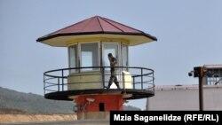 Тбилиси, тюрьма №8. Именно здесь, как следует из кадров, продемонстрированных в эфире оппозиционных грузинских телеканалов, пытали и избивали заключенных.
