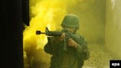 Աֆղան զինծառայողը զորավարժության ժամանակ, արխիվ