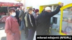 Ispred humanitarne organizacije 'Mozaik prijateljstva' u Banjaluci, dug je red onih koji čekaju svoj topli obrok