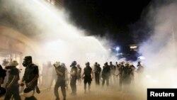 Policija u Istanbulu, 15. jun 2013.
