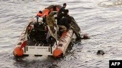 "Доставка не берег тела, найденого среди погибших на борту ""Коста Конкордия"""