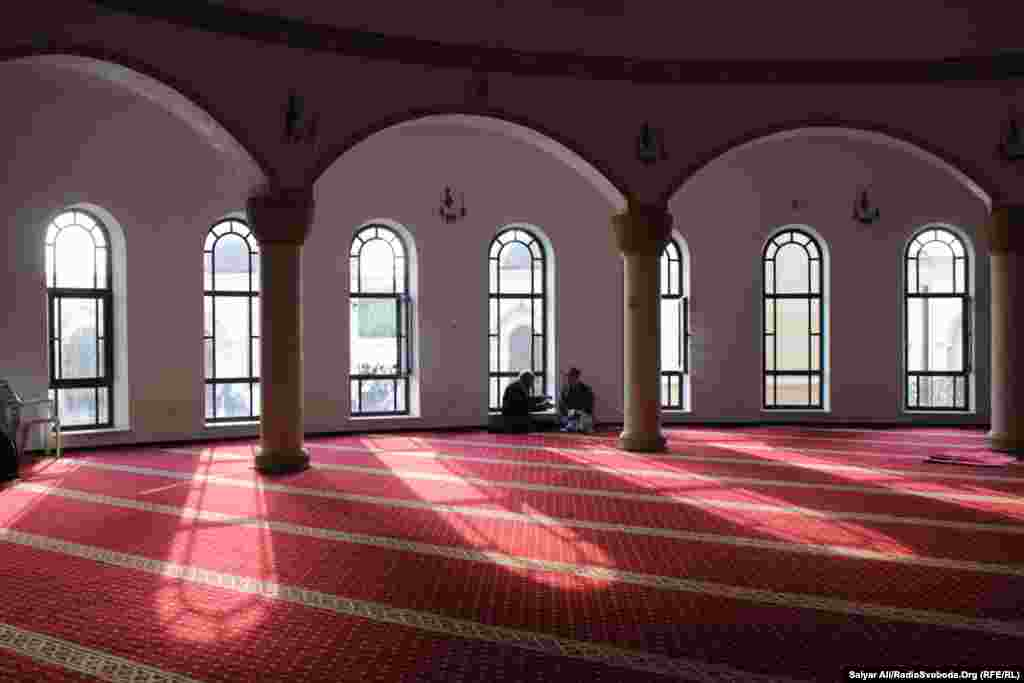 МечетьАр-Рахма після святкового намазу