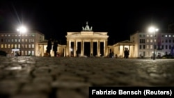Бранденбург қақпасы. Берлин, қаңтар айы 2021 жыл.