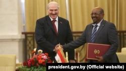 Аляксандар Лукашэнка і Ахмад аль-Башыр у Судане, 2017 год