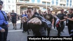 Kiýewde žurnalistlere hüjüm edilýär. Ukraina. 18-nji maý, 2013 ý.