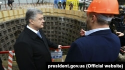 Ukrainian President Petro Poroshenko took part in the presentation of the construction of the Syretsko-Pecherskaya subway line in Kyiv on March 19.