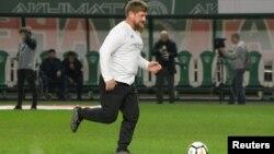 Глава Чечни Рамзан Кадыров на футбольном поле, архивное фото