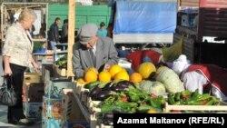 Продуктовые ряды на одном из рынков Атырау. Иллюстративное фото.