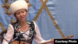 Әсем Ережеқызы, айтыскер ақын. Шығыс Қазақстан облысы Қарауыл ауылы, 15 қыркүйек 2011 жыл. (Көрнекі сурет)