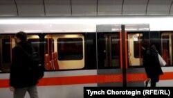 Fizičko distanciranje u metrou u Pragu