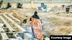 Живущий на кладбище на окраине Тегерана бездомный. Фото иранской газеты Sharvand.