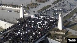 Митинг против «оскорблений чувств верующих» в Грозном.