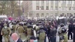 Не верят в болезнь и протестуют