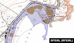 Синята линия показва линията на водата през 1980 г. В контура на очертания имот попада плажна ивица, която сушата е отвоювала от морето. Източник: Агенция по кадастър