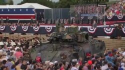 Трамп го прослави 4 јули со тенкови и авиони