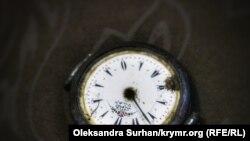 Годинник, датований XIX століттям, з написом староосманською мовою