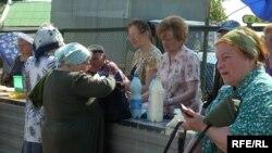 Бойкі гандаль малаком нарынку ўБаранавічах.