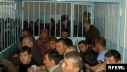 """""""Хизб-ут-тахрир"""" мүшесі деп айыпталған адамдардың соты. Қырғызстан, 21 қараша 2008 жыл."""