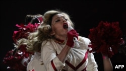 Мадонна во время концерта в Петербурге 9 августа 2012 года