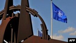 ՆԱՏՕ-ի դրոշը, Բրյուսելում Հյուսիսատլանտյան դաշինքի կենտրոնակայան, արխիվ