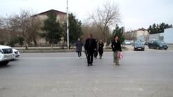Hereket çäklendirmeleri: Raýatlar Marydan Aşgabada gitmek üçin onlarça kilometri ýöräp geçýär