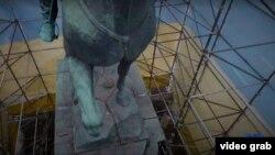 Невідомі відпиляли бронзову ногу коня, що є частиною скульптурної композиції