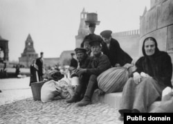 Russians relaxing on Red Square