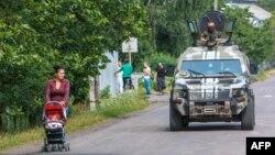 Українські військові патрулюють Мукачеве, 14 липня 2015 року