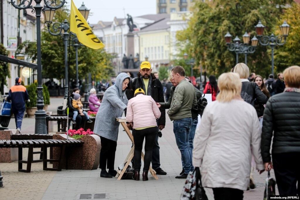 Сбор подписей на улице Советской в Бресте