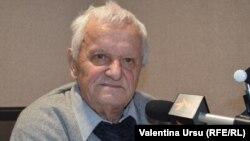 Vladimir Beșleagă în studioul Europei Libere la Chișinău