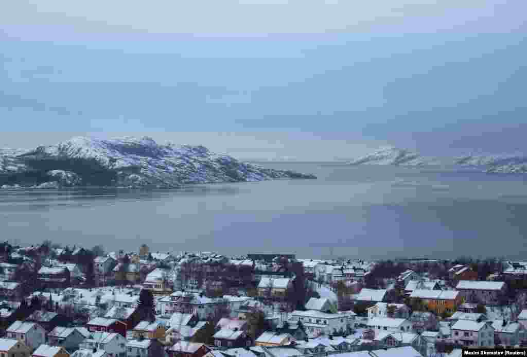 The Norwegian town of Kirkenes, just 15 minutes from the Russian border. Residents of the town can cross the Russian border without a visa. Many go to buy cheaper gas.