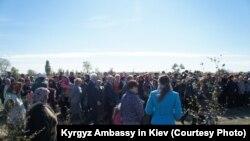 Виноградово (Чалбасы) кыштагынын эли кыргыздарга тургузган эстеликтин ачылыш салтанатында.