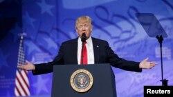 Дональд Трамп на конференції республіканців-консерваторів пообіцяв «не допустити ісламських терористів» до США