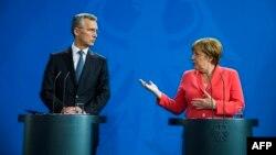 Генеральный секретарь НАТО Йенс Столтенберг и канцлер ФРГ Ангела Меркель после встречи 2 июня 2016 года