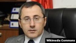 Это не первое обвинение, которое было предъявлено Адеишвили грузинскими властями. Впрочем, оно, как и предыдущие, предъявлено заочно – известно, что в настоящее время он находится в Украине