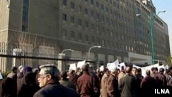 دومین روز تجمع بازنشستگان مقابل مجلس