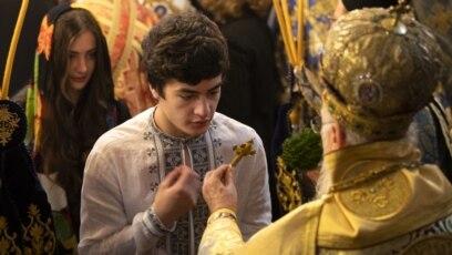 Neke se pravoslavne tradicije dovode u pitanje zbog pooštravanja ograničenja u javnom zdravstvu.