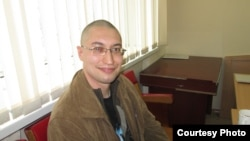 Заңгер Евгений Танков сот залында отыр.