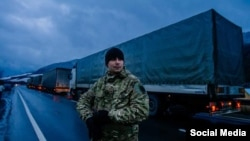 Активісти блокують російські вантажівки,11 лютого 2016 року
