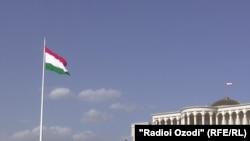 د تاجکستان بیرق