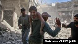 İdlibdəki Maarət ən-Nüman şəhəri bombardmandan sonra