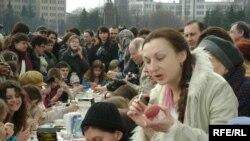 Олена Диморецька показує як робити мальованку