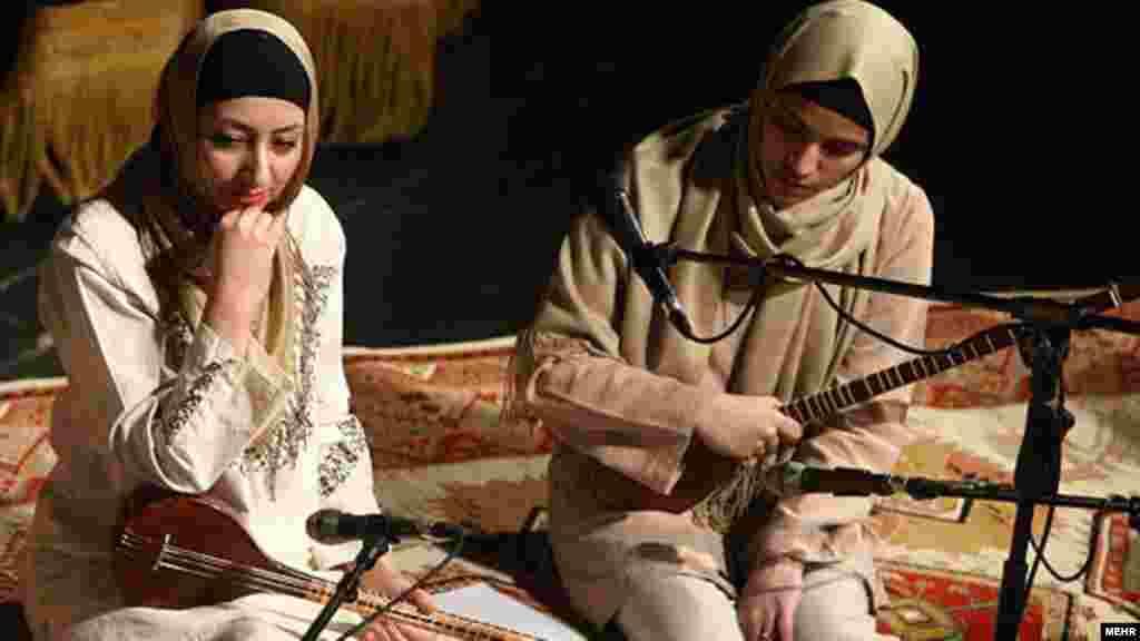 اجرای گروه جلال ذوالفنون در سومین شب از جشنواره موسیقی فجر/ ۲۶ بهمن ۹۰