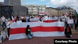 """Женский марш """"За демократическую Беларусь"""" в польском городе Лодзь. Осень 2020 г."""
