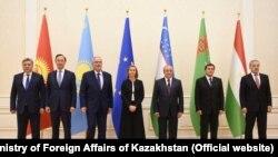 Министры иностранных дел стран Центральной Азии и представитель Евросоюза по внейшней политике Федерика Могерини (в центре) на Конференции министров иностранных дел «ЕС – Центральная Азия» в Самарканде. 10 ноября 2017 года